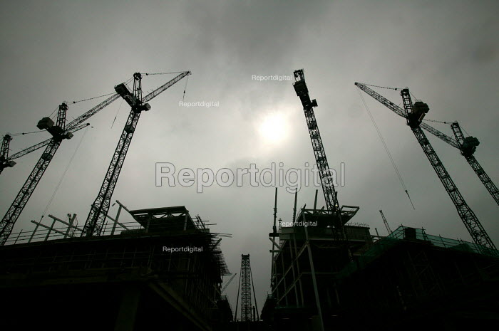 Construction of the new Wembley Stadium, London. Cranes and reinforced concrete structures. - Paul Box - 2004-04-28