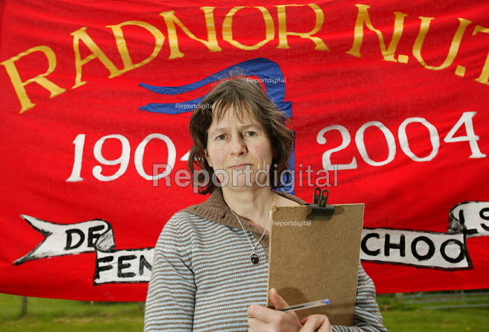 Mary Compton NUT president and NUT Radnor banner. - Paul Box - 2004-05-01
