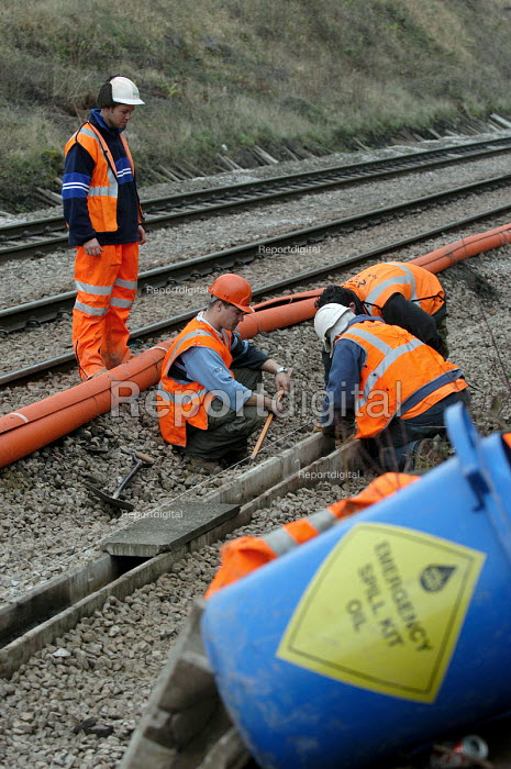 Railway engineers working on railway lines near Bristol - Paul Box - 2004-03-12