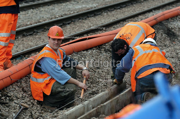Railway engineers working on railway lines near Bristol - Paul Box - 2004-03-12