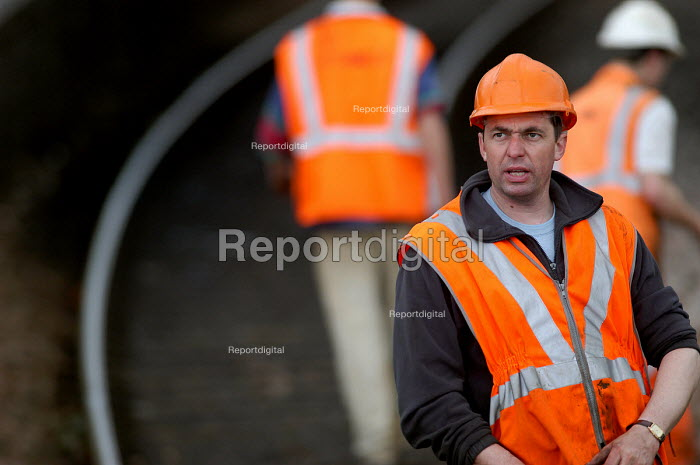 Foreman. Rail workers working on railway lines. - Paul Box - 2004-03-20