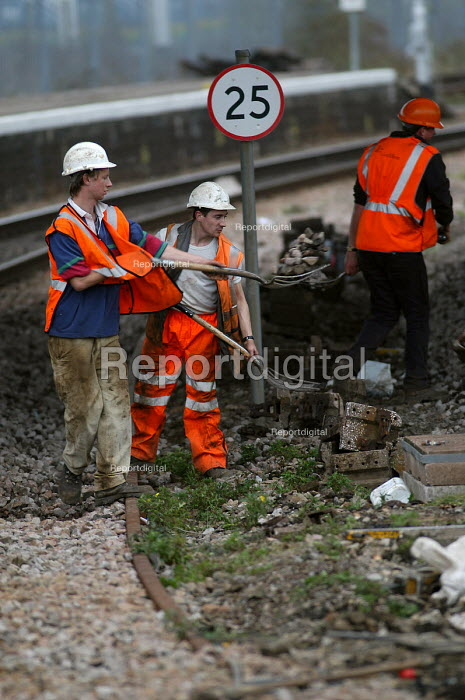 Rail workers working on railway lines. - Paul Box, PB405192.jpg