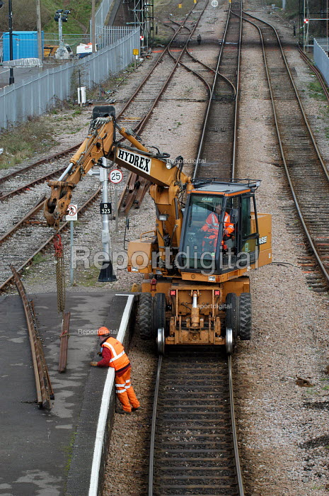 Rail workers working on railway lines. - Paul Box - 2004-03-20