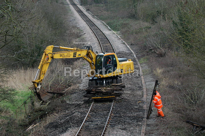 Workers replacing railway lines - Paul Box - 2004-03-20