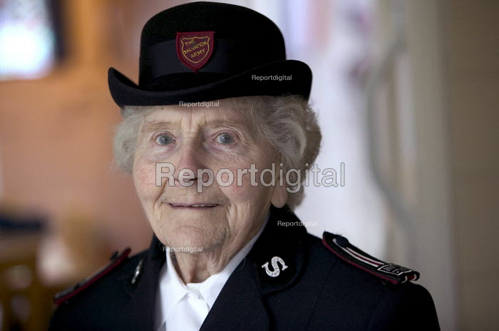 A 90 year woman who lives on her own in Bristol wearing her Salvation Army uniform old Bristol - Paul Box - 2004-03-20
