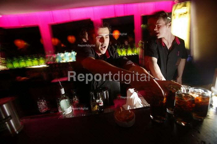 A male bar worker serves drinks at nightclub in Bristol - Paul Box - 2004-04-05