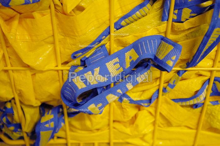 Ikea home furnishing store, the ikea shoulder bags - Paul Box - 2004-05-05