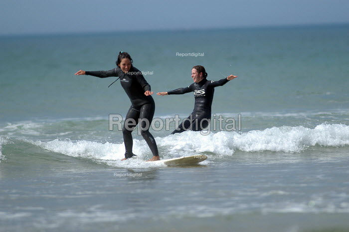 Girls learning to surf , Freshwater west, Pembrokeshire. - Paul Box - 2004-03-01
