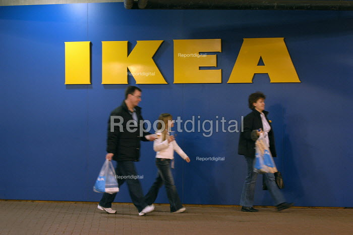Ikea home furnishing store, loading area. Customers leave with their purchased items. - Paul Box - 2004-05-05