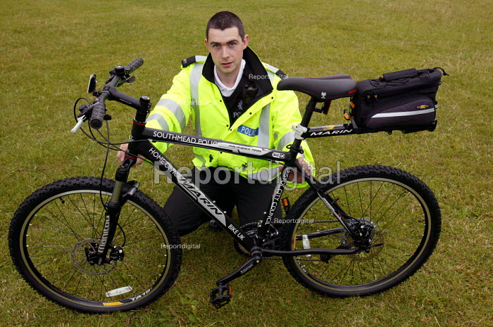 Local police with their new mountain bikes Lockleaze, Bristol - Paul Box - 2004-06-30