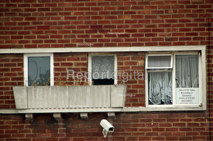 Resident looks out from behind the net curtains of her home, Lockleaze, Bristol where ASBO 's anti social behaviour orders have been issued in the area. - Paul Box - 2004-06-30