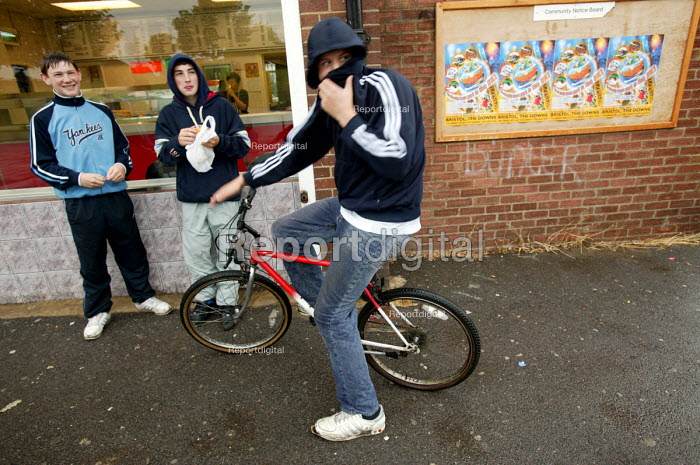 Youth on the streets of Lockleaze, Bristol. ASBO 's anti social behaviour orders have been issued. - Paul Box - 2004-06-30