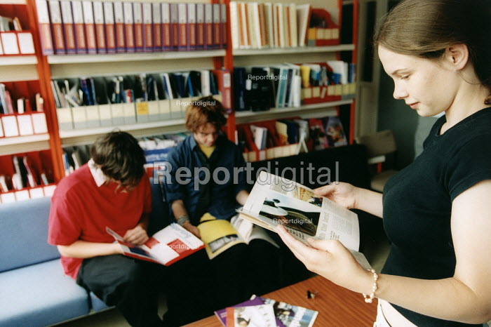 Marlwood school, Olveston nr Bristol, sixth form pupils in the careers library. - Paul Box - 2004-06-15