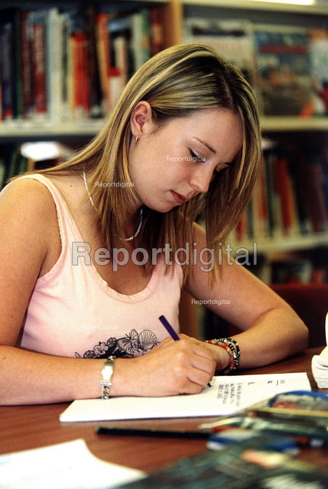 Marlwood school, Olveston nr Bristol, sixth form pupils revise for exam in the library - Paul Box - 2004-06-15