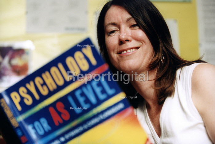 Marlwood school, Olveston nr Bristol, a psychology teacher with a textbook. - Paul Box - 2004-06-15
