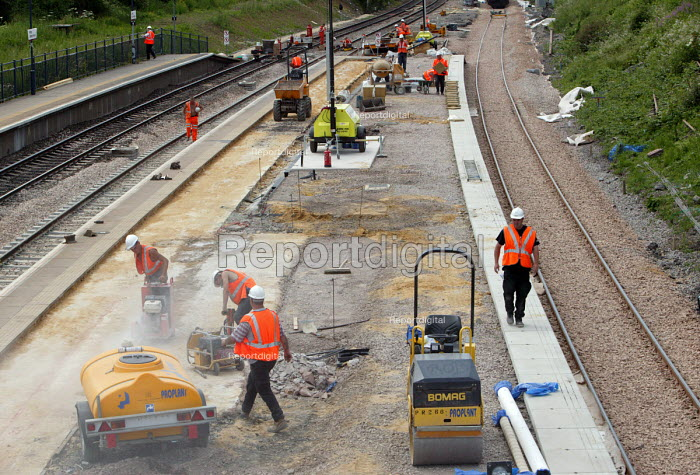 Rail maintenance workers at Filton, Bristol re-modelling the junction to improve the tracks. - Paul Box - 2004-06-15
