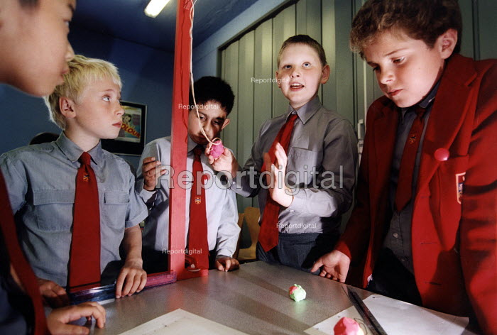 School children at science challenge in Bristol. At the @ Bristol hands on science centre - Paul Box - 2004-07-10