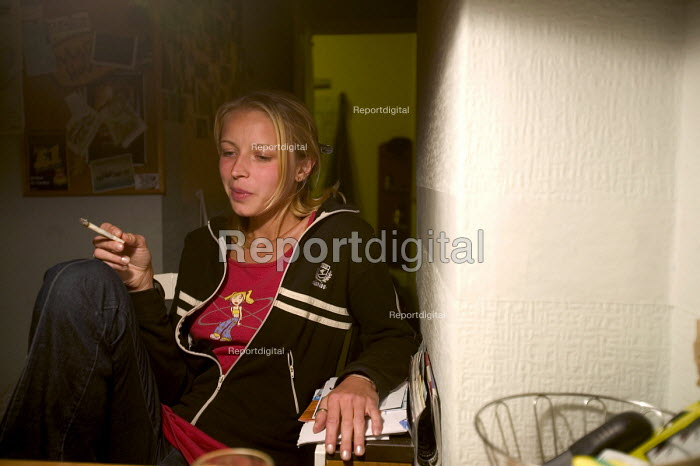 Polish people living in Bristol. Have a roll up cigarette. - Paul Box - 2004-08-02