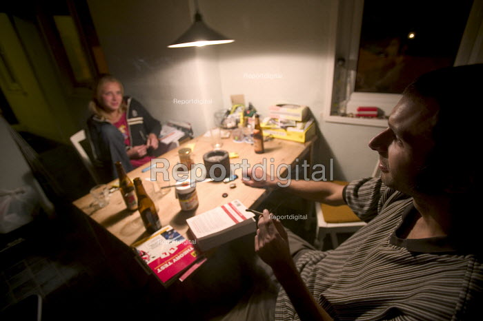 Polish people living in Bristol. Having a roll up cigarette. - Paul Box - 2004-08-02