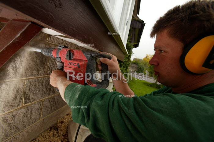 A home insulation company insulate a residential home. Shepton Mallett. Somerset. - Paul Box - 2004-07-02