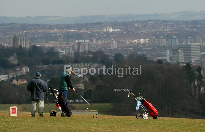 Golfers on a council run public golf course in Ashton Court, Bristol. - Paul Box - 2004-07-02