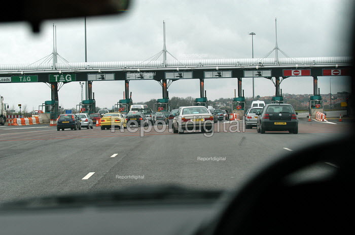 The second Severn bridge. A toll bridge connecting Wales with England - Paul Box - 2004-07-02