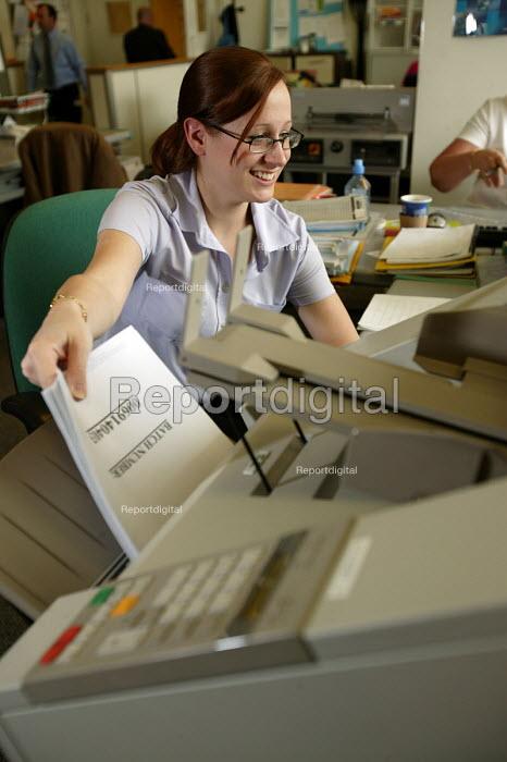 Axa Sun Life , postroom worker, Bristol. - Paul Box - 2004-07-02