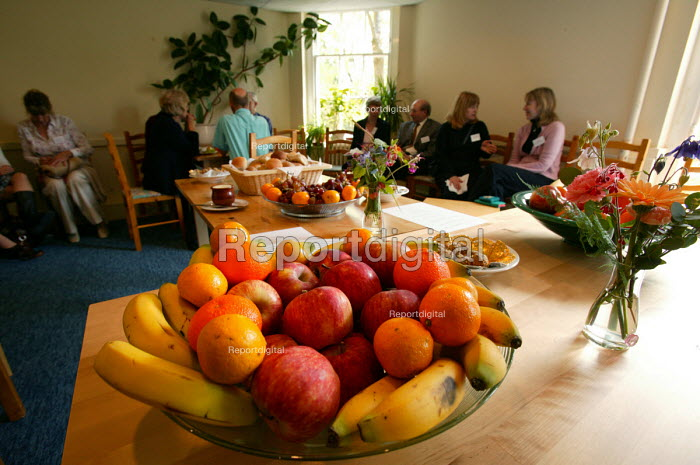 Bristol Cancer Help centre. Integrated health seminar. Discuss healthy food and dairy free diet. Bowl of fruit. - Paul Box - 2004-08-02