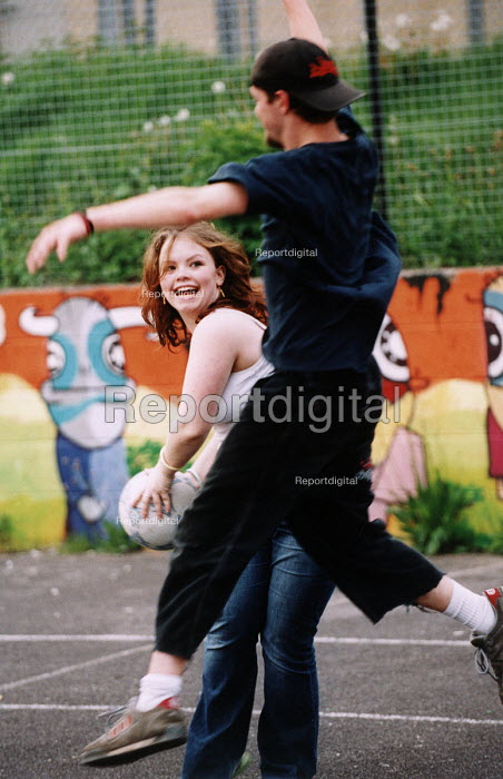 Teenagers at a youth centre. - Paul Box - 2004-08-02