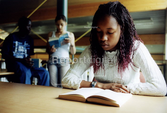 Pupil studying in school library, Bristol. - Paul Box - 2004-07-12