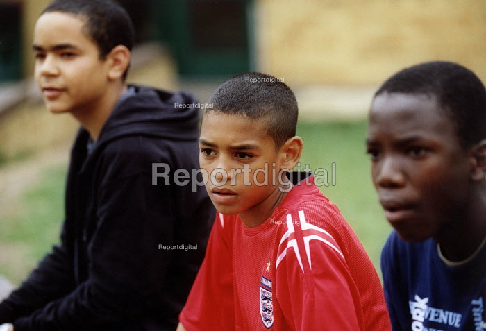 Teenage boys, Bristol. - Paul Box - 2004-07-12