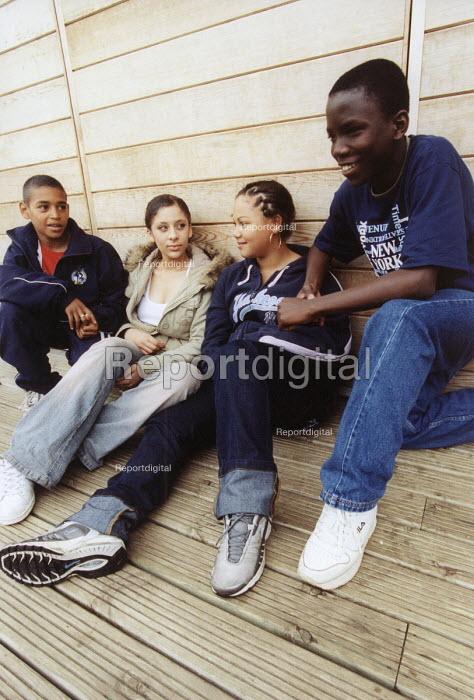 Teenage friends, Bristol. - Paul Box - 2004-07-12