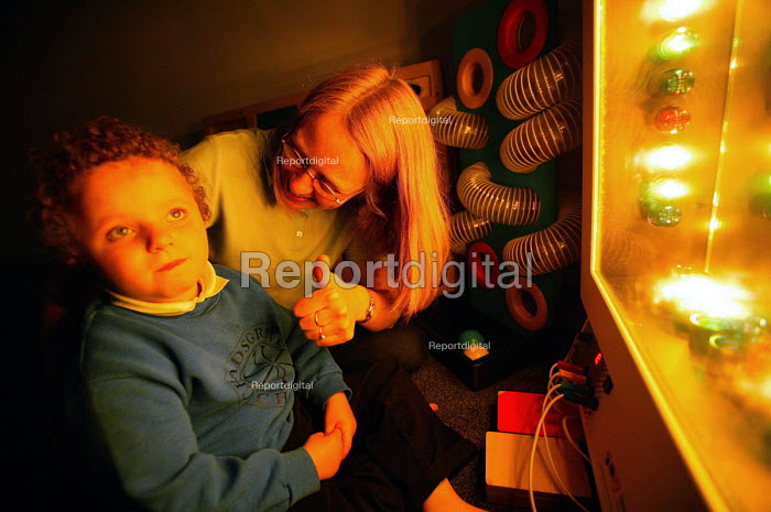 Chadsgrove school, bromsgrove children with physical disabilities in the new sensory room. - Paul Box - 2004-04-29