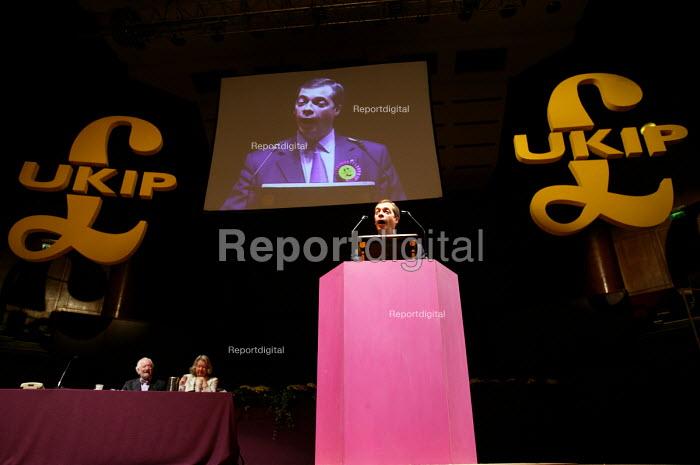 Nigel Farage MEP UKIP conference. The Colston Hall, Bristol. - Paul Box - 2004-10-02