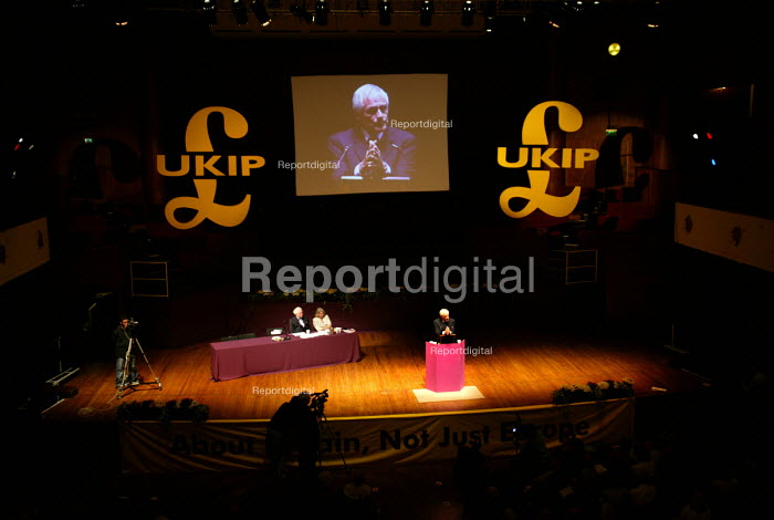 Robert Kilroy Silk MEP UKIP conference. The Colston Hall, Bristol. - Paul Box - 2004-10-02