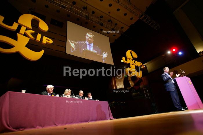Roger Knapman MEP UKIP conference. The Colston Hall, Bristol. - Paul Box - 2004-10-02
