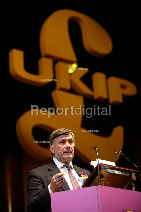 Roger Knapman MEP UKIP conference. The Colston Hall, Bristol. - Paul Box - 2004-10-02