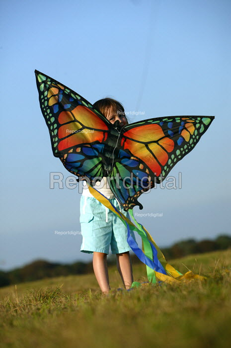 International kite festival, Bristol . A child plays with kite - Paul Box - 2004-09-05