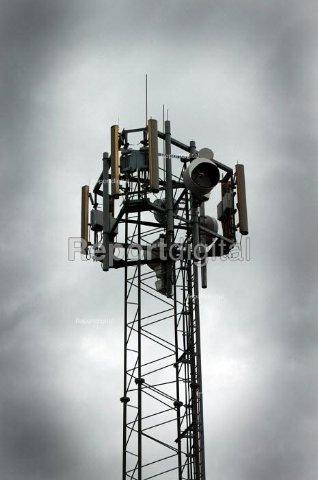 Mobile phone mast - Paul Box - 2004-08-02