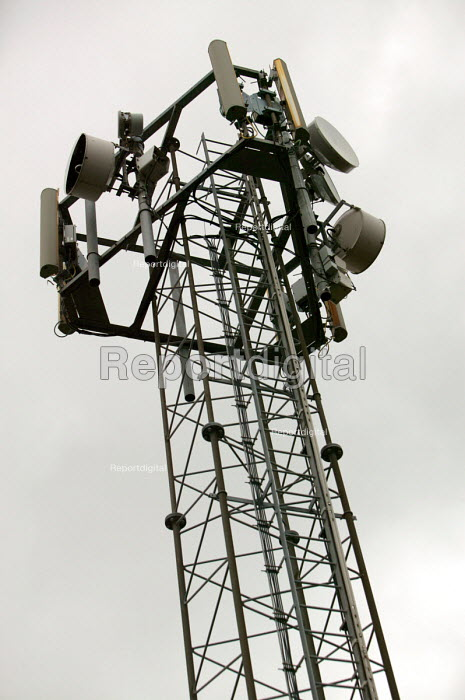 Mobile phone mast - Paul Box - 2004-08-02
