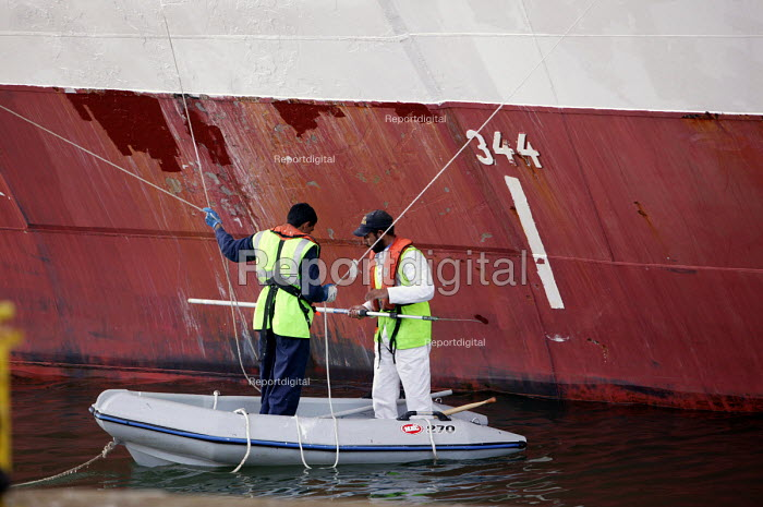 The Aurora cruise ship, a P&O cruise ship. Indonesian workers paint the hull. The plimsoll line - Paul Box - 2004-06-02
