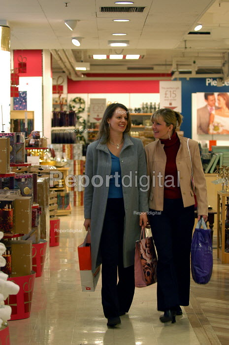 Shoppers in shopping centre, Bristol. - Paul Box - 2004-08-02