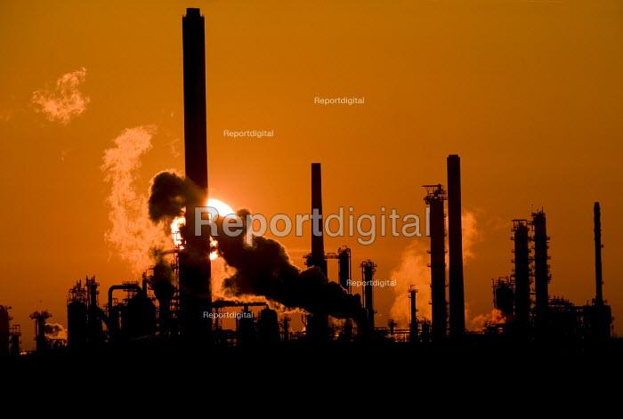 Texaco power oil refinery at sunrise, Rhoscrowther Pembroke. Pembrokeshire. - Paul Box - 2004-08-02