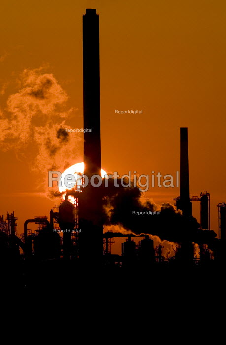Texaco power oil refinery at sunrise, Rhoscrowther Pembroke. Pembrokeshire. - Paul Box - 2004-08-02