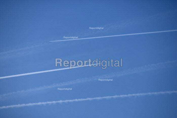 Airplane vapour trails. - Paul Box - 2005-12-05
