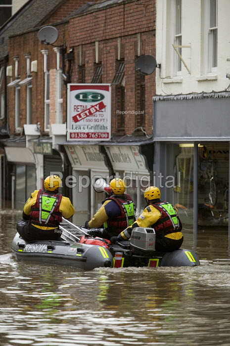 Flooded high street in Evesham, Warwickshire Firefighters... - Paul Box, PB707020.jpg