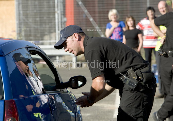 Gloucester, Police distribute drinking water to people... - Paul Box, PB707122.jpg