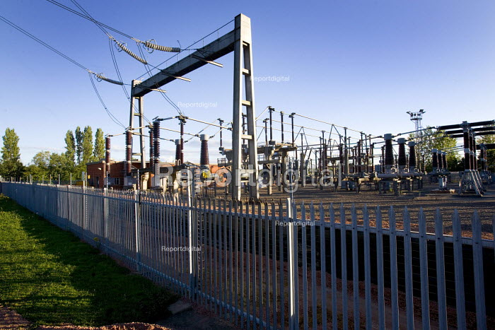 Gloucester, The Walham substation that nearly flooded in... - Paul Box, PB707170.jpg