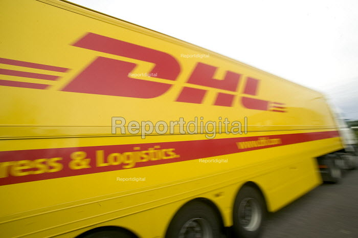 DHL parcel delivery lorry, Bristol. - Paul Box, PB708031.jpg