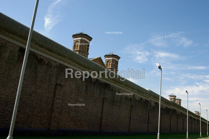 Wormwood Scrubs prison, West London. - Philip Wolmuth - 2006-08-25